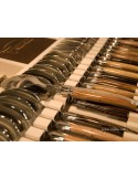 Ménagère prestige, 24 pièces manches en bois divers, avec mitres inox brillant
