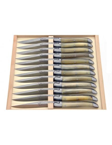 Couteaux de table (couteaux à steak), finition gamme prestige, mitres inox mat, manche pointe de corne (claire)