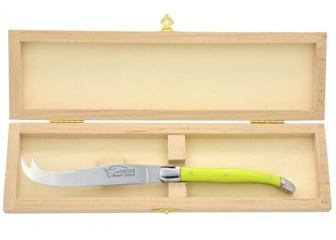 Couteau à fromage Laguiole. Finition inox brillant, manche en corian jaune, lavable en machine