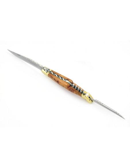 Laguiole pliant, 12 cm, lame & tire-bouchon & poinçon, ciselé dessus dessous, mitres laiton, manche cade genévrier