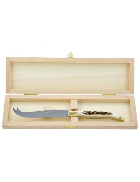 Couteau à fromage Laguiole. Finition laiton et manche galbé en bois de cerf