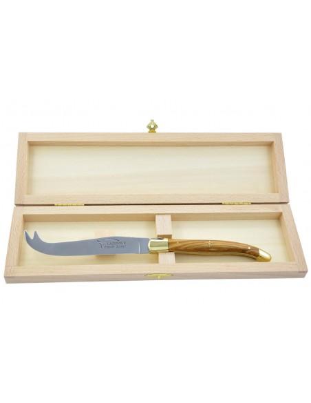 Couteau à fromage Laguiole. Finition laiton et manche galbé en bois d'olivier