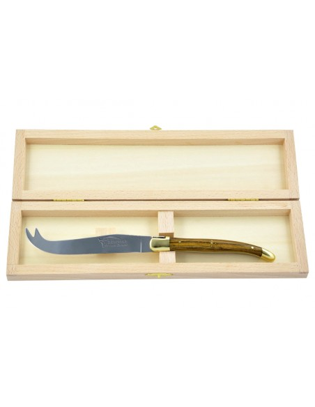 Couteau à fromage Laguiole. Finition laiton et manche galbé en bois de pistachier