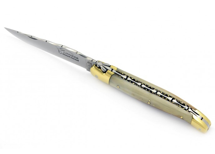 Laguiole pliant, 12 cm, abeille forgée, lame seule, ciselé dessus-dessous, mitres laiton, manche pointe de corne claire