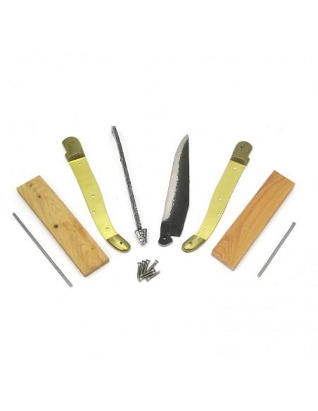 Laguiole en kit 12 cm, lame brut de forge, mitres laiton, manche genévrier cade