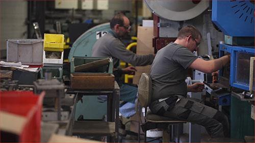 Les ateliers de la forge moderne de la coutellerie de Laguiole Honoré Durand