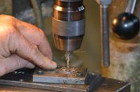 Percage manuel de platines et mitres inox fin opération